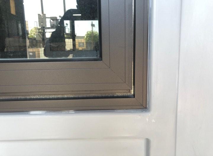 Handy sử dụng kính cường lực dầy 8mm cho cửa sổ nhà bảo vệ