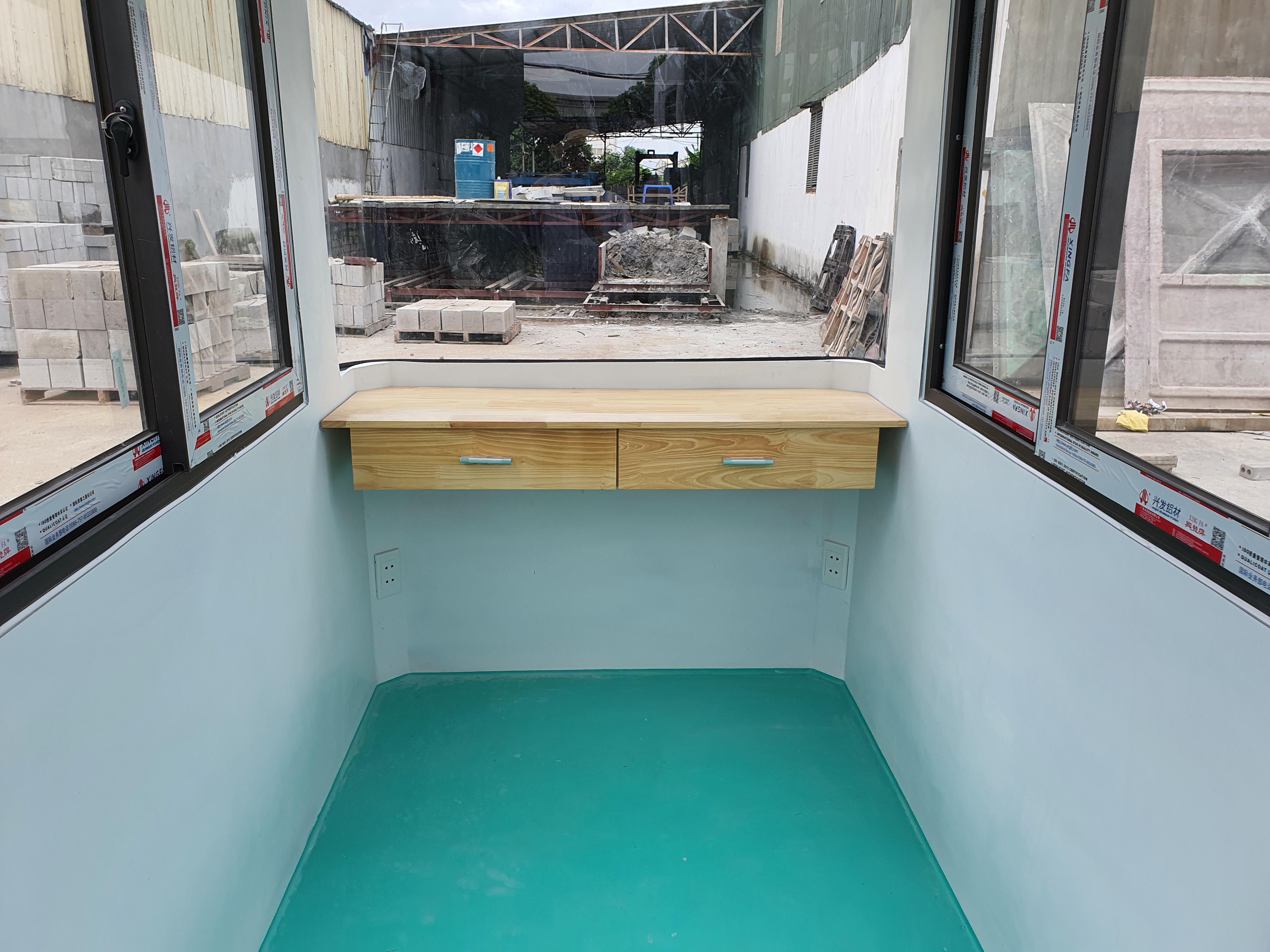 Nội thất cabin cũng được đúc liền khối từ composite cao cấp